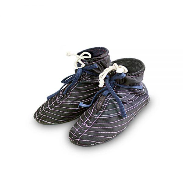 รองเท้าบู๊ทผ้ากรีดยางหุ้มข้อพื้นยางดำ